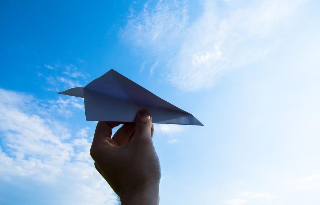 paper-plane-1607340_1280